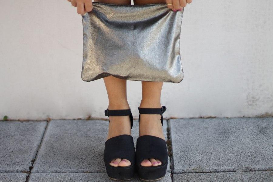 black_shoes