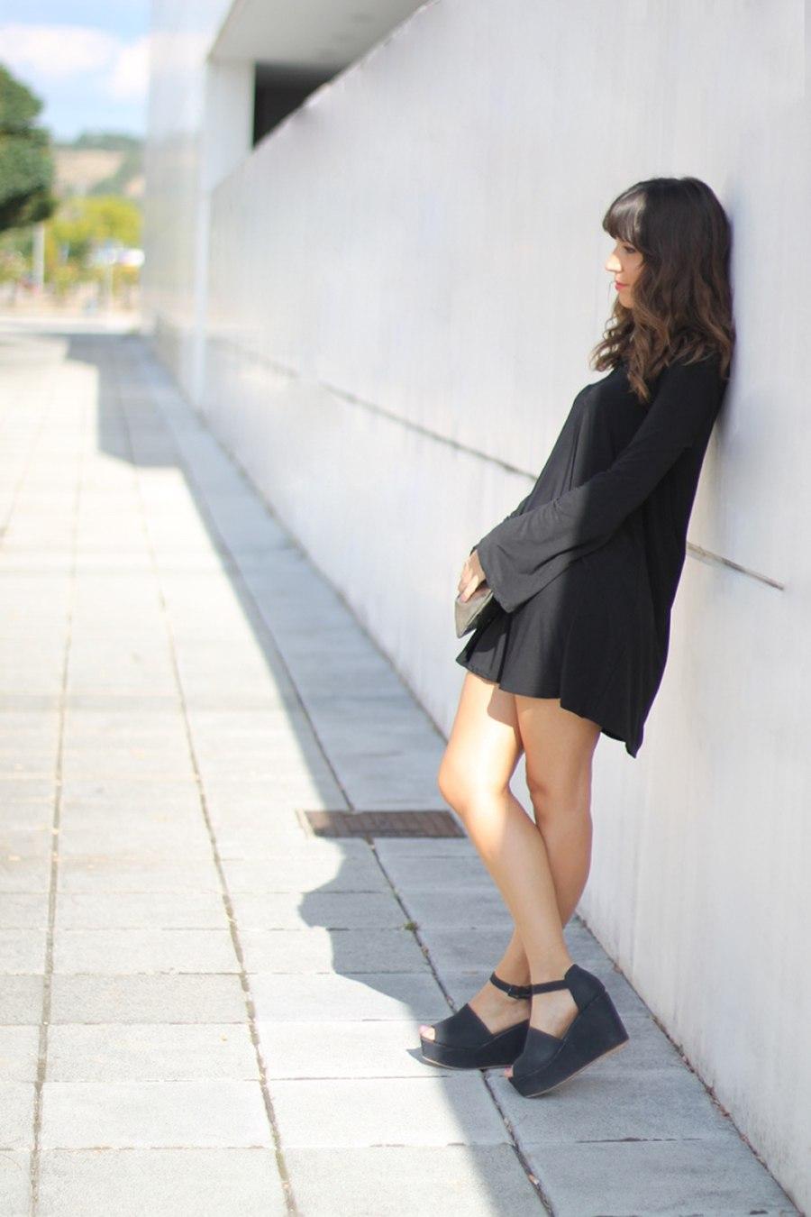 vestido_negro_cordones