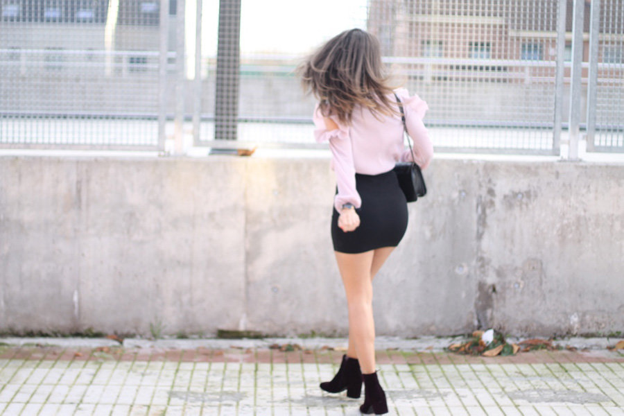 blusa-off-shoulder-plisada-rosa
